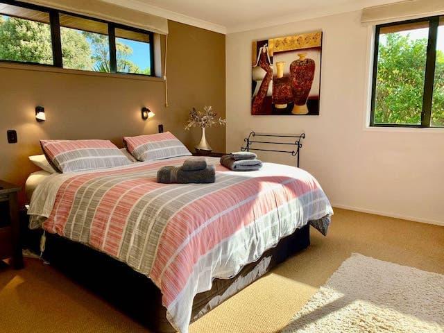 Heaven's Rest Bed & Breakfast - Kakapo Wing room details